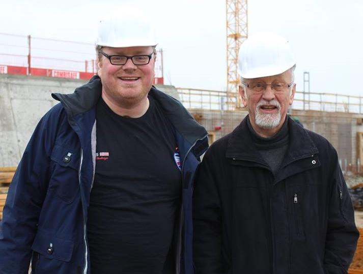 Überzeugten sich vom zügigen Baufortschritt am Freizeitbad Hörn: Ratsherr Sven Christian Seele und Holger Balbierski, Bürgerliches Mitglied des SSW im Bauausschuss. Foto: Rudow
